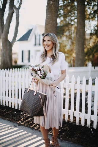 stephanie sterjovski - life + style blogger top skirt shoes bag midi skirt pleated skirt louis vuitton bag tote bag sandals spring outfits white top