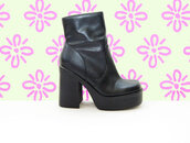 shoes,boots,platform shoes,90s style,vintage,1990s,grunge,chunky,platform boots,black