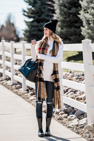 ivory lane blogger jeans shoes hat scarf bag make-up fall outfits beanie wellies handbag givenchy bag