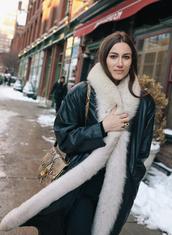 coat,nyfw 2017,fashion week 2017,fashion week,streetstyle,black coat,fur collar coat,bag,printed bag,snake print,oversized,oversized coat