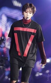 shirt,kpop,baekhyun,red,black,oversized,red and black,triangle pattern