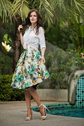 the bow-tie,blogger,midi skirt,palm tree print,sandals,skirt,blouse,shoes,jewels,streetstyle