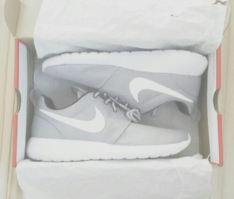 shoes grey grey shoes white nike rosh run sport shoes sporty sneakers nikes nike running shoes nike shoes nike shoes womens roshe runs nike rosh run rosh run sportswear