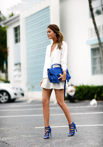 stylista blogger skater skirt white shirt blue shoes strappy sandals blue bag satchel bag