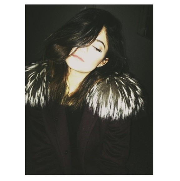 kylie jenner black coat fur coat shoulder fur