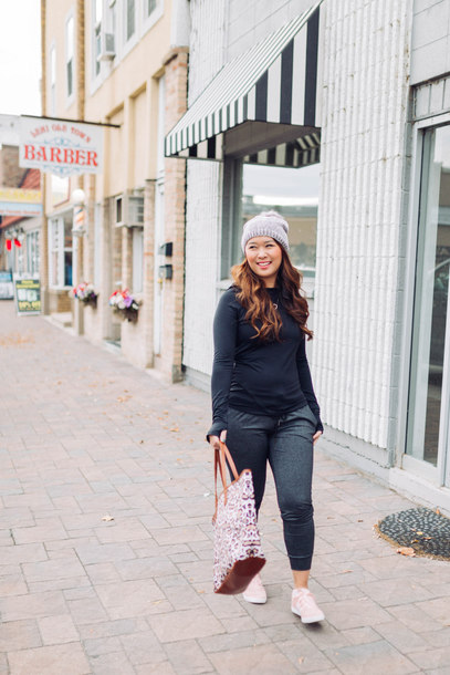 sandy a la mode blogger sweater shoes bag hat jewels beanie winter outfits sneakers tote bag