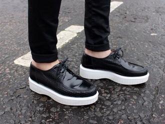 shoes black white black and white tumblr platforms crocodile print platform shoes lace up shoe