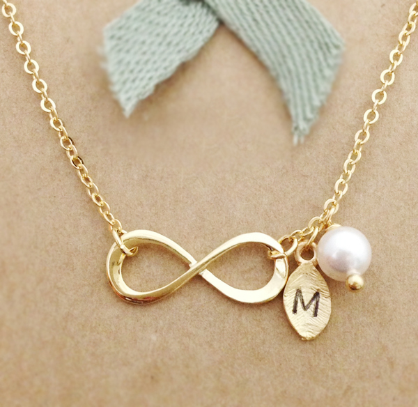 Infinity Necklace With Leaf Initial Charm, Personalized Initial Necklace, Best Friend Necklace, Init on Luulla