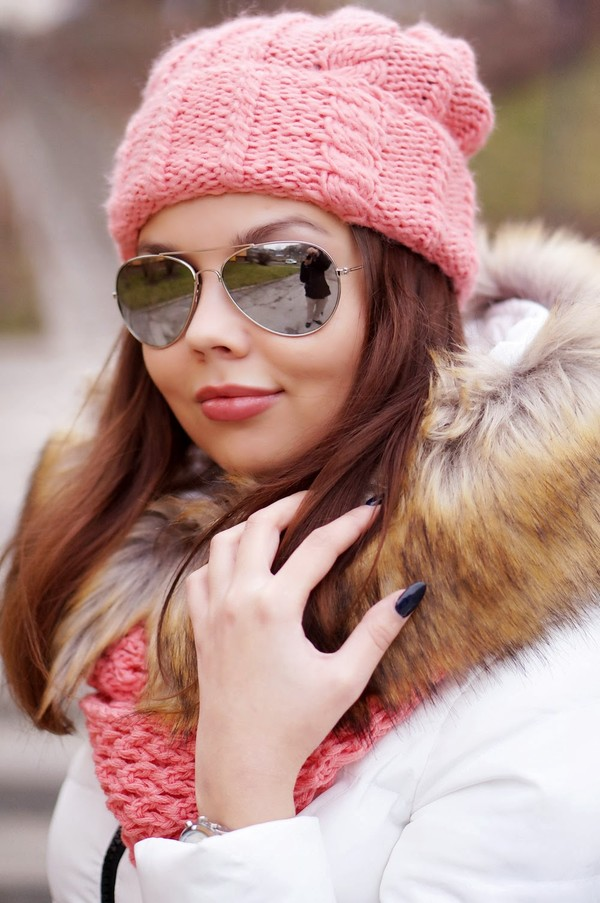 a piece of anna coat shoes bag jeans sunglasses scarf