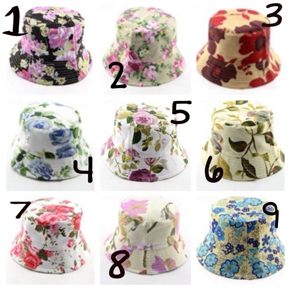 Magnifique palette — floral bucket hats