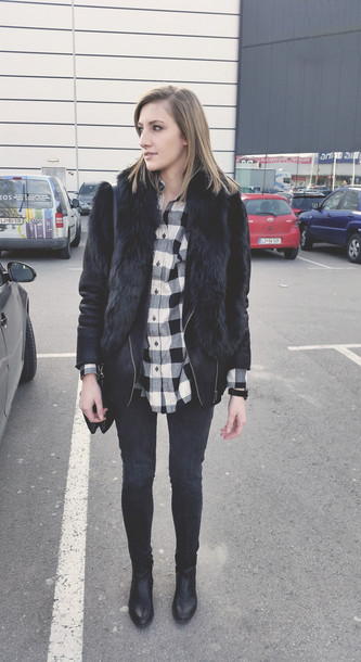 katiquette blogger flannel shirt black jacket scarf jeans jacket jewels shirt black fur jacket fur jacket faux fur jacket tartan tartan shirt plaid shirt boots black boots skinny jeans
