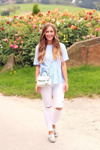 fabesfashion blogger top pants bag blue top white pants summer outfits michael kors michael kors bag