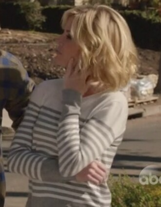 modern family claire dunphy julie bowen striped sweater