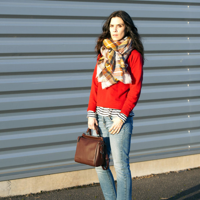handbag blogger red sweater leather bag punky b blanket scarf leon and harper scarf red