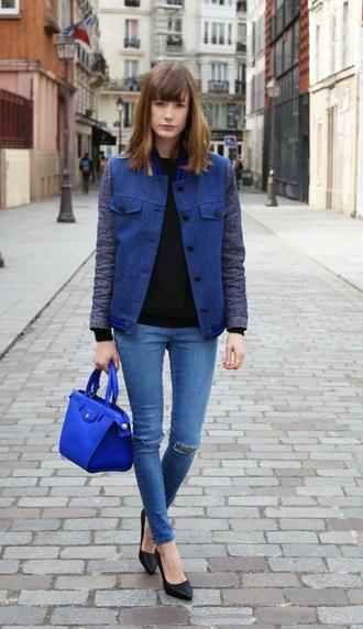into your closet blogger blue jacket blue bag