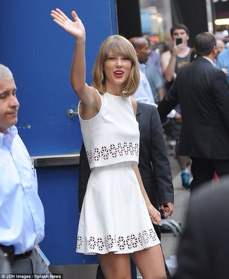 skirt taylor swift two-piece crop tops white cut out white crop tops summer cut out crop top cut out skirt