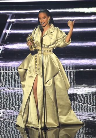 dress gown gold rihanna vma mtv celebrity style belt