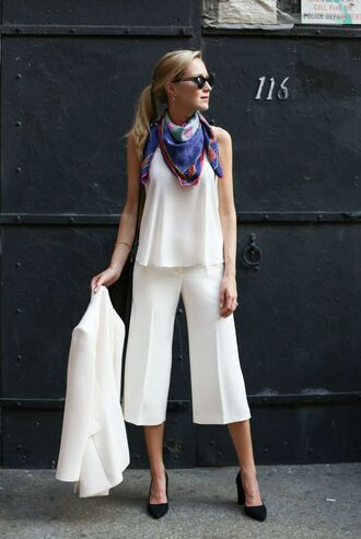 top all white outfit cami top white top pants culottes white culottes palazzo pants wide-leg pants white pants blazer white blazer all white everything scarf sunglasses shoes pumps black pumps