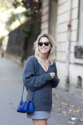 after drk blogger sweater skirt sunglasses bag