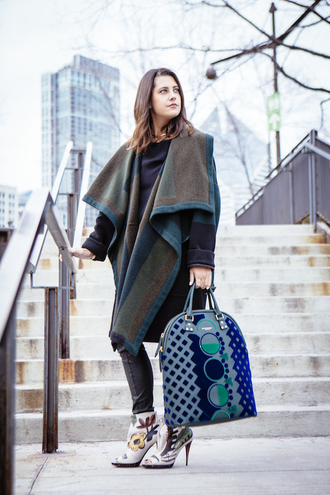 chicityfashion blogger burberry maxi bag peep toe boots winter coat winter outfits
