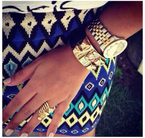 black and white aztec skirt aztec skirt fashion toast fashion vibe fashion squad love more mode d'amour tumblr shirt jewelry gold rings and tings bracelets blue skirt white jewels