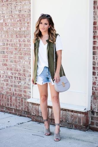 thedaintydarling blogger t-shirt jacket bag shorts shoes jewels