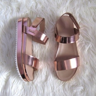 shoes sandals pink metallic shoes metallic hipster wishlist rose gold holographic flatforms flatform sandals platform sandals hologram sandals holographic shoes flat sandals flats pale grunge platform shoes shiny grunge indie hipster strappy mirror gold sandals gold brown beige