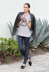 louise roe,blogger,t-shirt,graphic tee,leather leggings,grey t-shirt,black jacket,loafers,jacket,shoes,black loafers