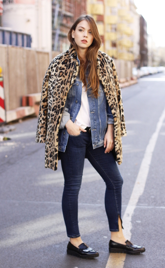 gold schnee blogger animal print denim jacket white blouse cropped jeans skinny jeans black flats