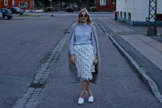 lotta liina love blogger blue shirt white skirt texture grey coat