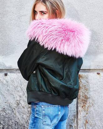 jacket tumblr fur collar jacket bomber jacket black bomber jacket black jacket denim jeans blue jeans blogger top blogger lifestyle the blonde salad chiara ferragni