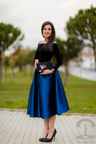 crimenes de la moda blogger midi skirt blue skirt circle skirt off the shoulder jumpsuit black off shoulder top off the shoulder top long sleeves high waisted skirt spring outfits pouch clutch black clutch embellished bag embellished high heel pumps pointed toe pumps pumps black pumps blouse