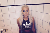 top,lottie tomlinson,long hair,braid,sports bra,sportswear,adidas,adidas sports bra,earrings,hoop earrings,pink lipstick,jewels,jewelry,big earrings