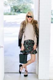 luella & june,blogger,jacket,sweater,skirt,bag,handbag,black bag,flats,ballet flats,nude sweater,floral skirt,simon miller bag