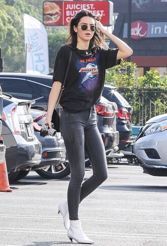 t-shirt jeans ankle boots streetstyle model off-duty kendall jenner kardashians shoes