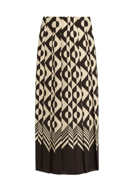bde4f8dbb490 GUCCI Geometric-print pleated silk midi skirt in black / white ...