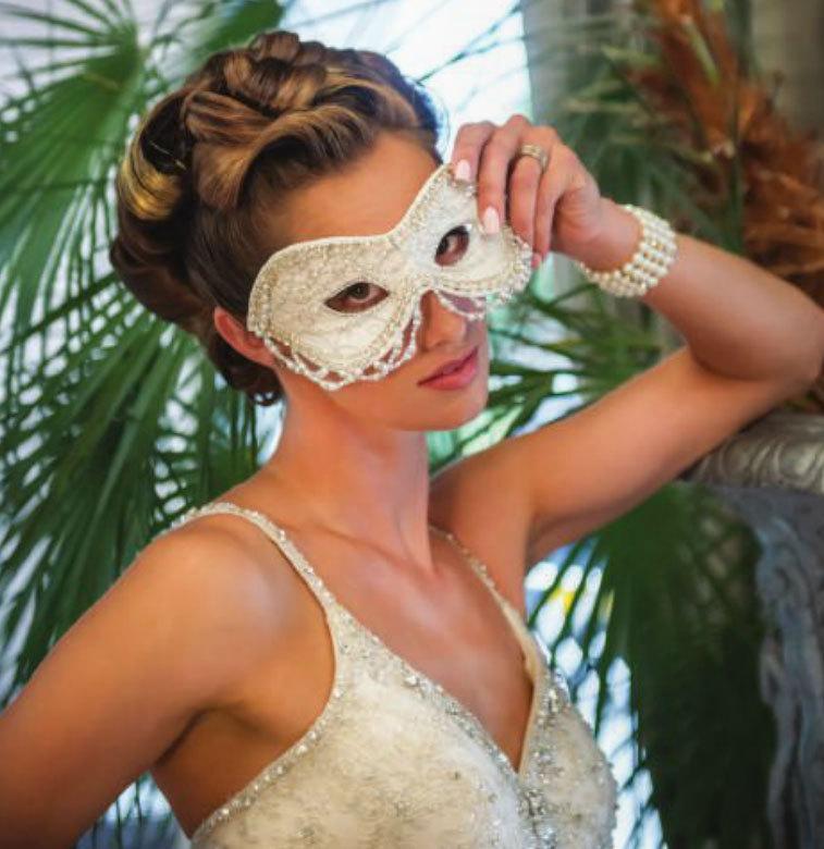 Burlesque mariée couture soie ivoire et dentelle mariage masquerade ball masque