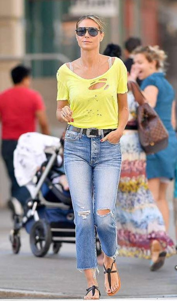 jeans top ripped jeans streetstyle heidi klum flat sandals flats celebrity