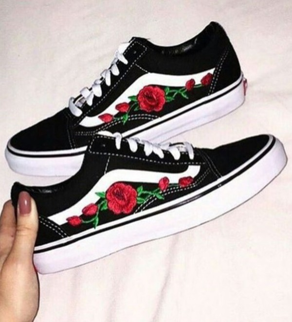 vans met rozen patches