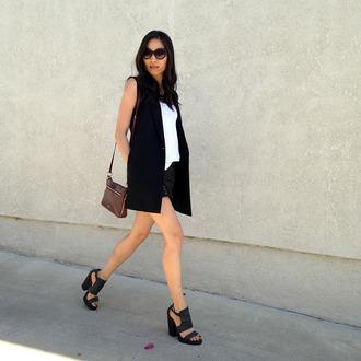 dance in my closet blogger black sandals vest black sunglasses