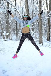 nycpretty,blogger,sportswear,sneakers,neon,leggings,grey sweater,mirrored sunglasses,sports bra,winter sports