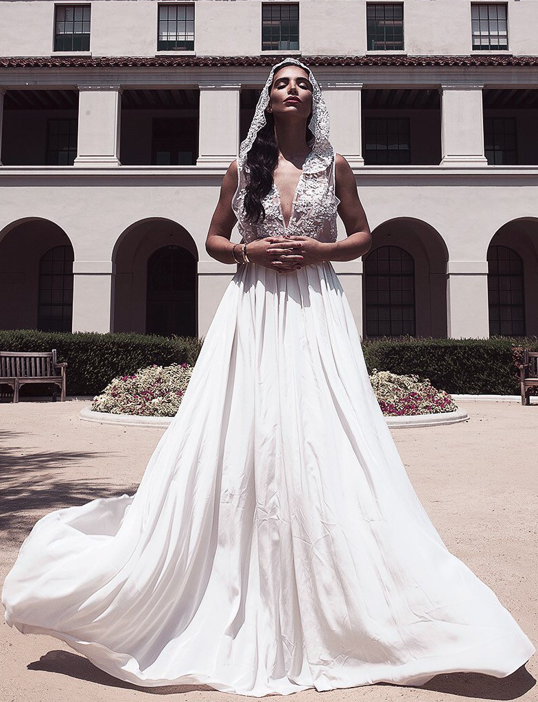 HOODED LACE GOWN – Lurelly