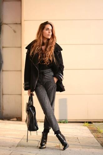 stella wants to die blogger grey sweatpants black coat black bag