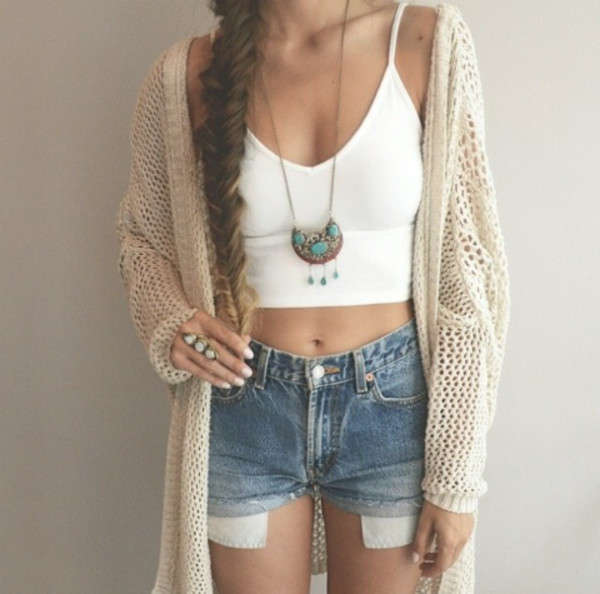 jewels shorts High waisted shorts denim denim shorts high waisted denim short top white top white crop tops white crop tops vest jacket beige jacket beige jewelry rings gold jewelry gold jewelry gold necklace gold ring boho boho chic hippie hippie chic ethnic summer outfits turquoise turquoise jewelry crop tops cardigan