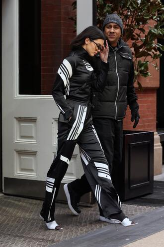 pants kendall jenner model off-duty fashion week ny fashion week 2018 fashion week 2018 streetstyle jacket kardashians sweatpants black and white sunglasses sunnies accessories accessory