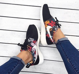 shoes nike black floral nikes style fashion running shoes nike running shoes nike running black nike roshes roshe runs floral dope
