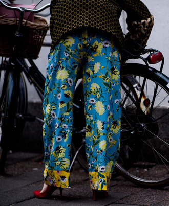 pants blue pants floral floral pants wide-leg pants pumps pointed toe pumps high heel pumps red heels fashion week 2017 streetstyle tumblr