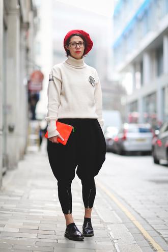 sweater london fashion week 2017 fashion week 2017 fashion week streetstyle white sweater turtleneck sweater turtleneck bag pouch pants black pants cropped pants shoes black shoes socks beret hat glasses