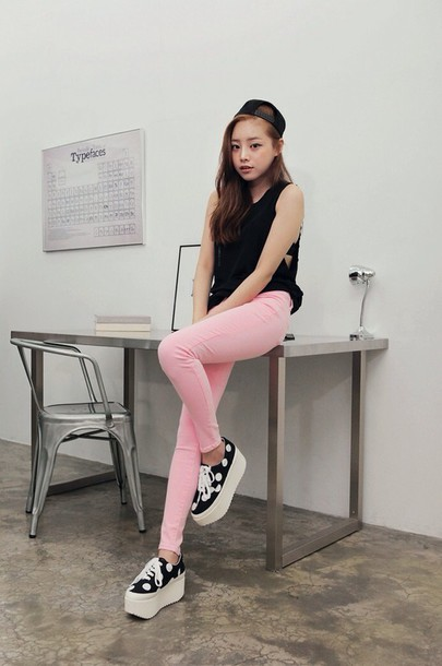 pants jeans pink jeans top black top platform shoes shoes black and white casual hat baseball cap