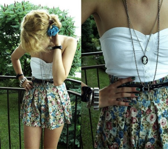 shirt floral skirt vintage cute girl amazing blonde hair skinny pants seky look fahsion strapless white shirt jewels dress bustier white necklace Belt top summer outfits liberty floral skirt Belt